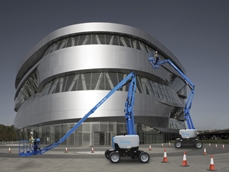 Articulating boom lift