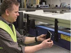 BEUMER Group increases efficiency and safety of your baggage handling systems by using tablet computers. Photo: BEUMER Group GmbH & Co. KG
