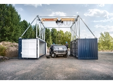 Mobile crane for both indoor and outdoor use