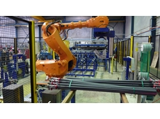 Robotic cell for strapping and palletising mine bolts