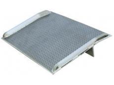 Aluminium dockboard with welded aluminium curbs
