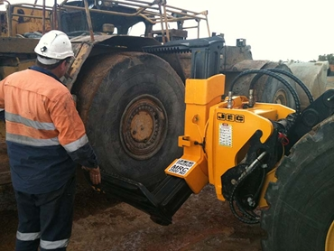 JEC T3 tyre handler is a safer maintenance option