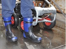 The new safety boot specifically designed for use with high pressure cleaners up to 500 Bar
