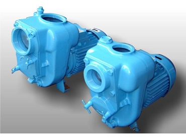 Trash pumps with clean out ports for solid laden waste water