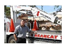 Bearcat Managing Director, Mark Bloxham with the purpose-built  heavy wheel-service truck