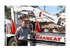 Bearcat Managing Director, Mark Bloxham with the purpose-built  heavy wheel-service truck