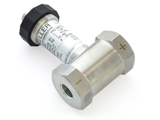 Highly accurate differential pressure transmitter with double sensor inside