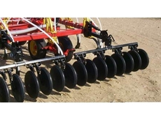 Floating hitch cultivator
