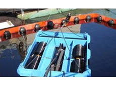 Magnum 600 oil recovery skimmers can also be drifted into a boom apex