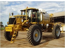 Croplands Equipment 1386 Rogator self propelled crop sprayer