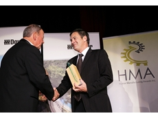 Custom Fluidpower's Interim CEO Graeme Vennell receiving the HMA Board Award