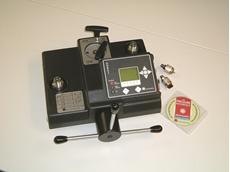 Electronic pressure calibrators