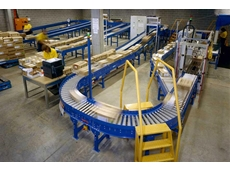 Powered conveyor systems for transporting products