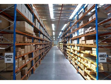 Easily adjustable pallet shelving for variable heights