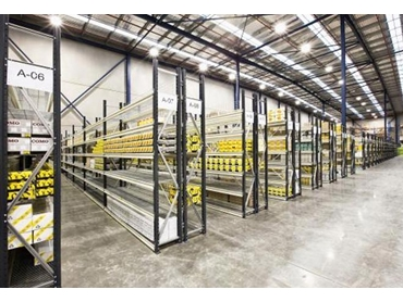 Industrial shelving for heavy duty use