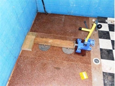 Flooring clamp manufactured with Enerpac 700 bar hydraulic tools