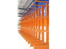 Cantilever racks with problem-free height adjustment