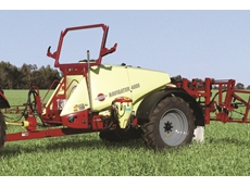 NAVIGATOR sprayer with SmoothRide trailer suspension