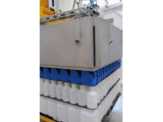 VacuGrip palletiser-depalletiser for lightweight plastic containers