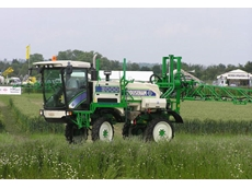 Lightweight self-propelled spraying machines