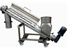 Inclined mobile screw conveyor