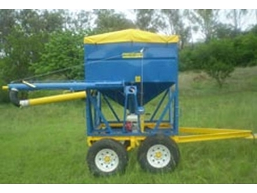 Inverell Welding and Engineering Trailer Mounted Bins are safe and efficient way to tow on or off the farm