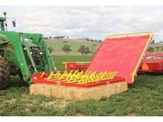 Small bale grabs for 15 square bale units