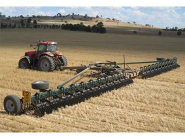 Innovative K-LINE Trashcutter™ System reduces cultivation to maintain soil structure and soil water storage