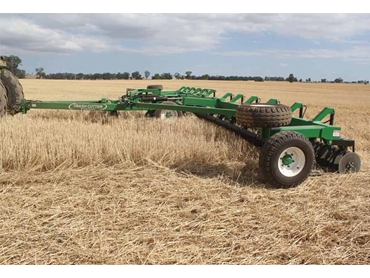 Advanced design lays the stubble to one side and then slices the stubble and bruises with self-sharpening discs
