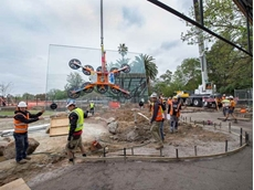 Kennards Hire supplied a new 1000kg 12v glass lifter for installing large glass panels at Melbourne Zoo