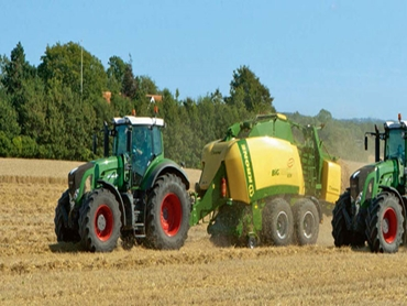 Krone's range of BiG Pack high-speed balers are perfect for baling not only straw, but also heavy wet silage.