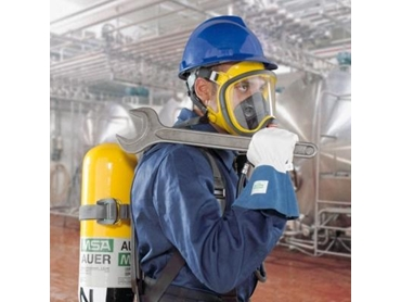 Breathing Apparatus for use in contaminated or oxygen deficient environment
