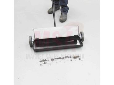 MSA Super Sweeper Magnet Broom