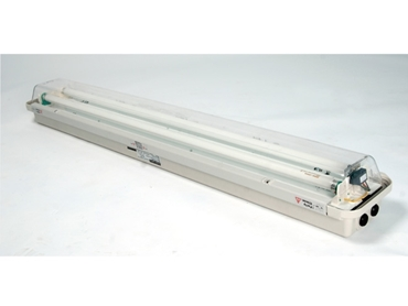 Easy access clamp bar and automatic lamp de-energisation to allow for quick and easy relamping