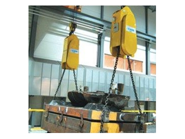 Pal-Turn easily positions a 20tonne mould