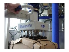 Jumbo Vacuum Lifter with the multi-gripper handling non-rigid cardboard boxes.