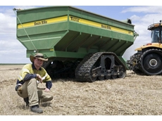 Tom Carmody from Cascade, WA wanted a set of tracks that was versatile enough to move between his 25-tonne chaser bin and John Deere 1910 air cart