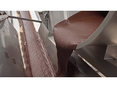 The raw mixture must be re-ground in a rolling machine. A conveyor belt transports the mixture there.