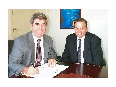 Nick Perdelis (left) with Fantuzzi general manager Mike Ritchie.