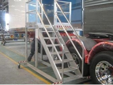 Safe access platform that suits all common size roll-back trailers