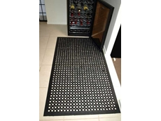 Slip resistant anti fatigue mat