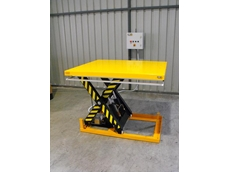 Single phase scissor lift with remote control