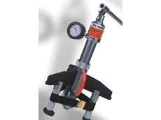 Portable hydraulic bearing pusher