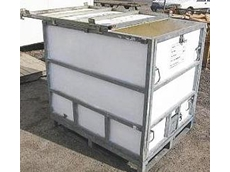 Foldable liquid bulk containers with a steel frame and plastic walls