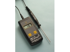Broad range digital thermometer