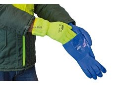 Thermaliner Gloves to protect hands from the cold in freezing environments