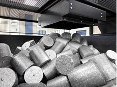 Briquettes of recycled aluminium waste