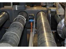 IQ40 inductive proximity sensor in use between the transport rollers of a conveyor belt