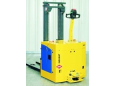 Manually operated materials handling vehicle