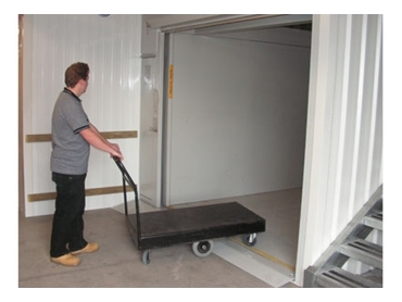 Easy loading with 40mm low profile for goods, trolleys and personnel